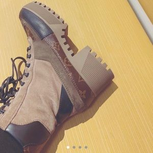 Louis Vuitton Laureatte desert boot